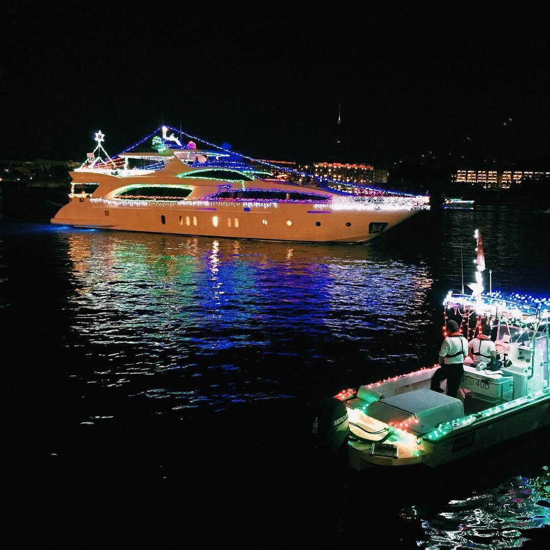 Christmas Boat Light Parade | @sallychangya
